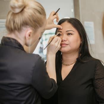 Comparaison effet poudré sur les sourcils